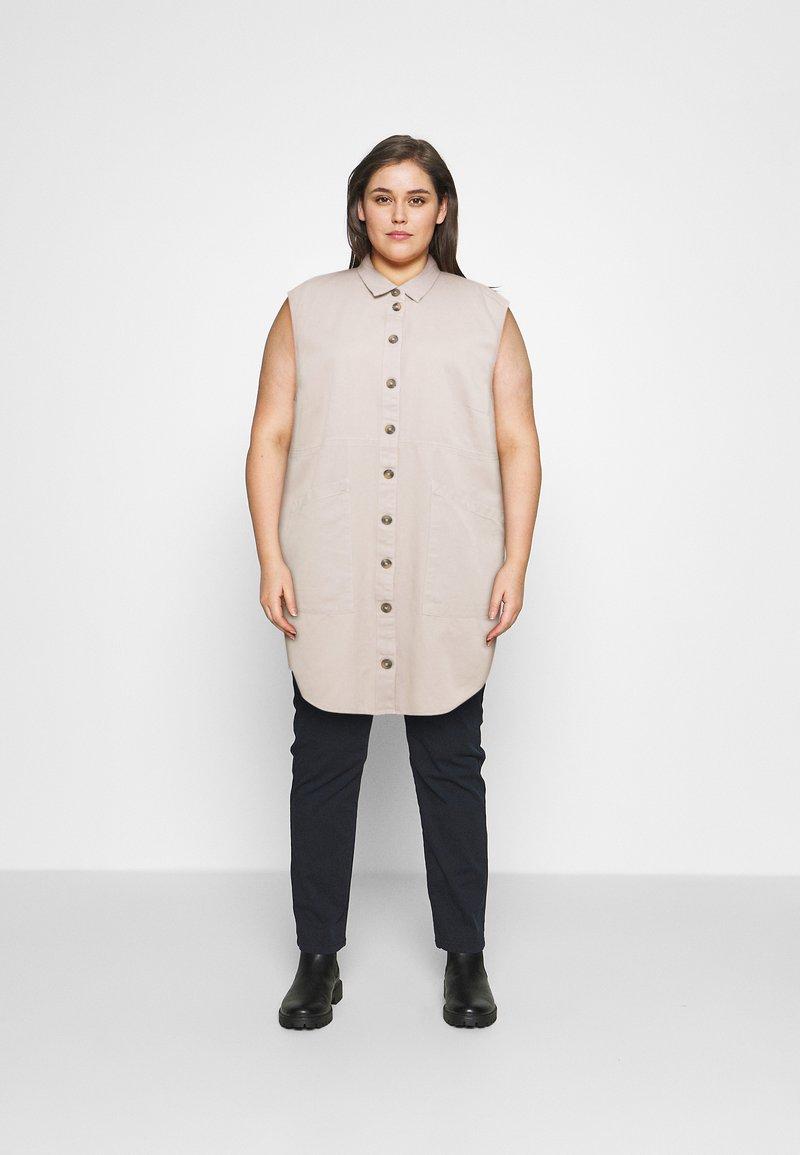 Noisy May Curve - NMALMA CAPSLEEVE DRESS  - Shirt dress - chateau gray