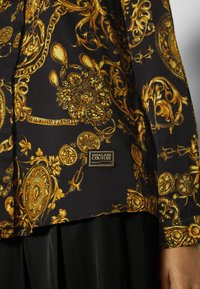 Versace Jeans Couture - SHIRT - Overhemdblouse - black/gold - 6