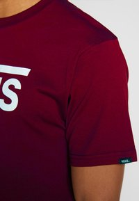 Vans - CLASSIC - Print T-shirt - port royale-white - 4