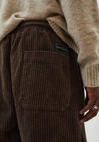 PULL&BEAR - Trousers - mottled brown - 5