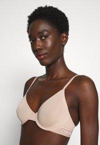 Calvin Klein Underwear - ONE MICRO UNLINED DEMI - Kaarituettomat rintaliivit - honey almond - 5