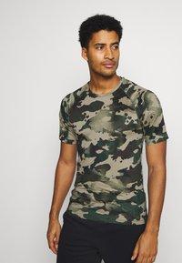 Nike Performance - SLIM CAMO - Print T-shirt - galactic jade/baroque brown - 0