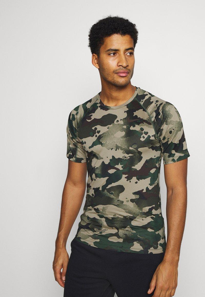 Nike Performance - SLIM CAMO - Print T-shirt - galactic jade/baroque brown