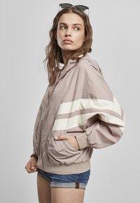 Urban Classics - CRINKLE BATWING  - Outdoor jacket - duskrose/whitesand - 2