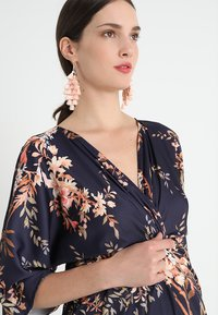 Hope & Ivy Maternity - KIMONO DRESS - Denní šaty - navy - 3