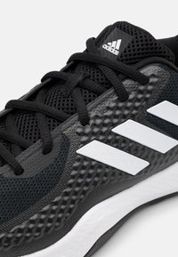 adidas Performance - FITBOUNCE VERSATILITY BOUNCE TRAINING SHOES - Zapatillas de entrenamiento - core black/footwear white/grey six - 5