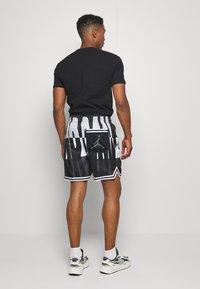 Jordan - WINGS  POOLSIDE - Shorts - white/black/dark smoke grey - 2