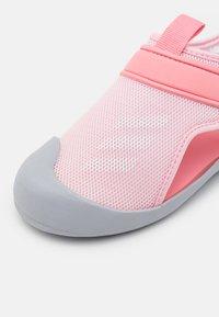adidas Performance - ALTAVENTURE UNISEX - Pool slides - clear pink/footwear white/super pop - 5