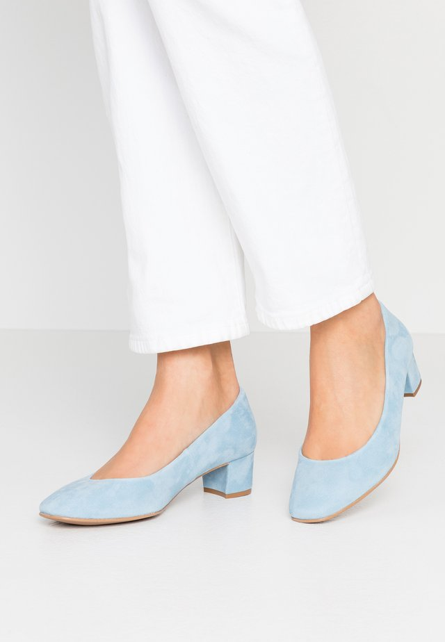 WIDE FIT AINARA - Klassiske pumps - celeste