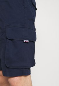 Tommy Jeans - WASHED CARGO - Shorts - twilight navy - 4