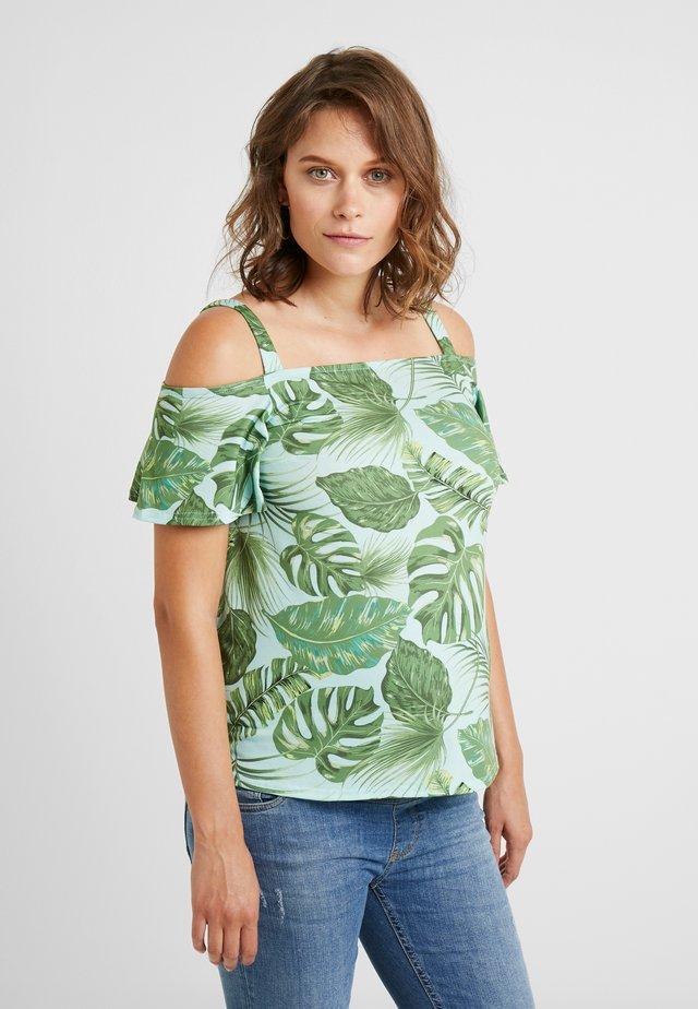 COLD SHOULDER LEAF PRINT - T-Shirt print - green
