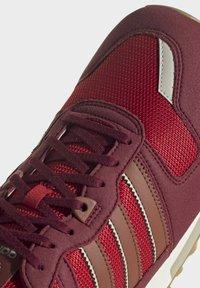 adidas Originals - ZX 700 SCHUH - Trainers - red - 7