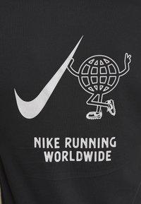 Nike Performance - WILD RUN GLOBEY - Camiseta estampada - black - 5