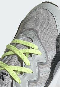 adidas Originals - OZWEEGO SHOES - Sneakersy niskie - grey - 5