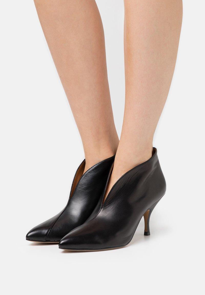Pura Lopez - Kotníková obuv - black