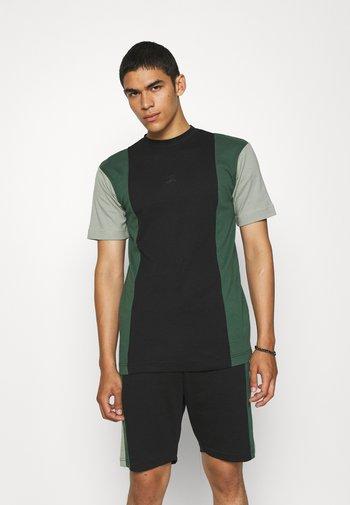 VERTICAL BLOCK UNISEX - T-shirt med print - black