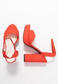 Vero Moda - VMCLOVER  - Sandály na vysokém podpatku - aurora red - 3