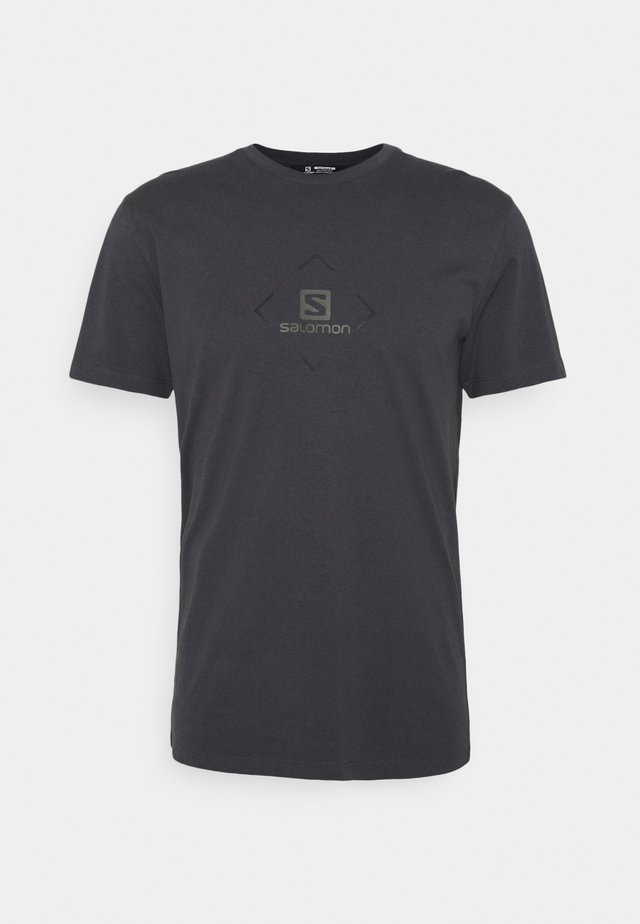 LOGO TEE - Print T-shirt - ebony/black/olive night