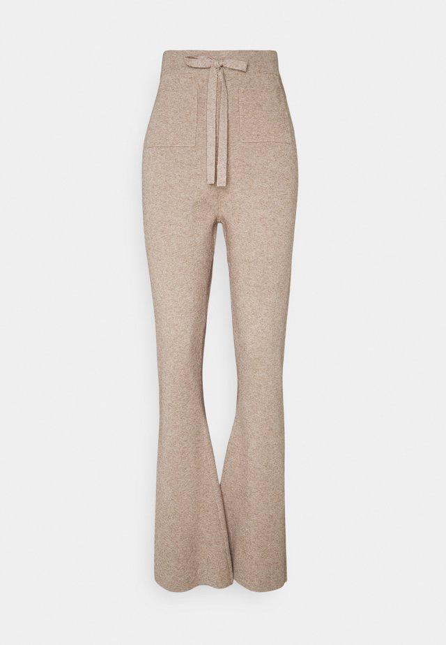 FLAGSTAFF TROUSERS - Pantalon classique - beige