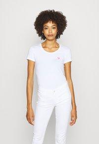 Guess - RNKAMELIA  - Print T-shirt - true white - 0