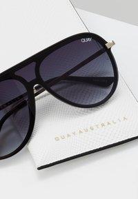 QUAY AUSTRALIA - EMPIRE - Sunglasses - matte black/gold-coloured/smoke fade - 2