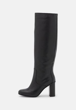 SQARE TOE BOOT - Kozačky na vysokém podpatku - black
