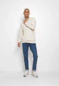 Calvin Klein Jeans - CKJ 026 SLIM - Jeans slim fit - mid blue - 1