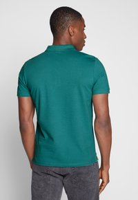 TOM TAILOR - BASIC WITH CONTRAST - Polo shirt - ever green - 2