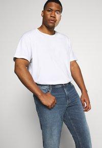 Jack & Jones - JJIGLENN JJORIGINAL - Slim fit jeans - blue denim - 3
