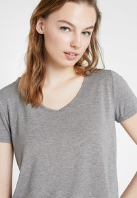 Hollister Co. - SHORT SLEEVE EASY TEE - Jednoduché triko - grey - 3