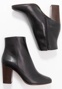 maje - Classic ankle boots - noir - 3