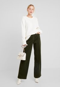 Marc O'Polo - PANTS BARA WIDE LEG HIGH RISE FLAP POCKETS - Trousers - farmland green - 2