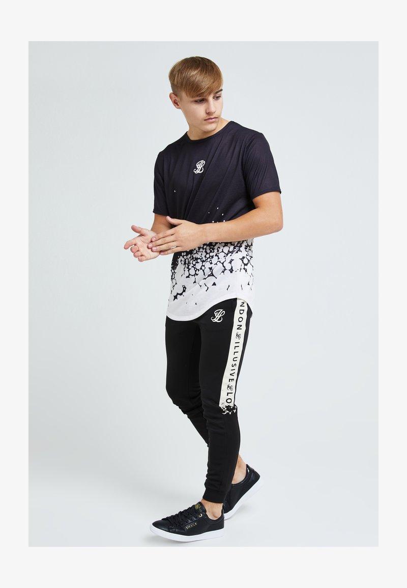 Illusive London Juniors - ILLUSIVE ERUPT FADE - Print T-shirt - black & cream