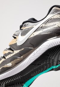 Nike Performance - AIR ZOOM VAPOR X - Allcourt tennissko - wheat/metallic silver/hyper jade/desert ore/black/white - 5