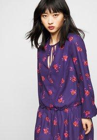 True Violet Petite - LONG SLEEVE SWING DRESS WITH KEYHOLE - Denní šaty - blue/red - 3