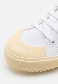 Veja - NOVA - Baskets montantes - white/butter - 5