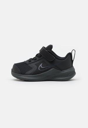 DOWNSHIFTER 11  - Zapatillas de running neutras - black/dark smoke grey