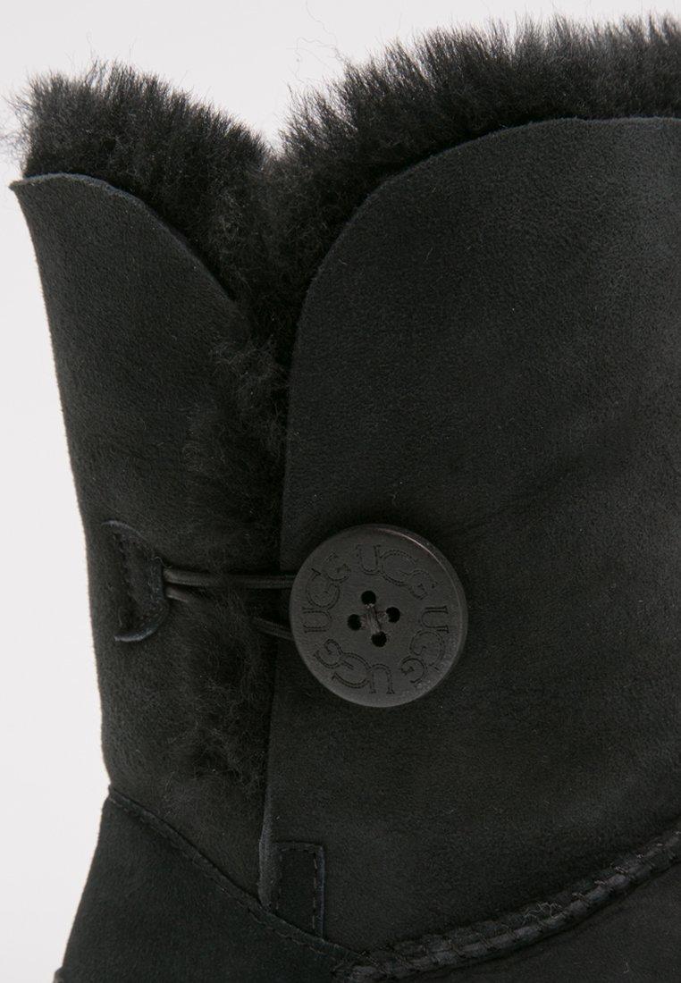 UGG BAILEY BUTTON II Stiefelette black/schwarz