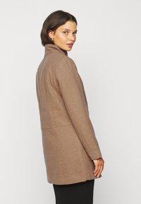 ONLY Petite - ONLCHRISA LIFE COAT - Krátký kabát - camel - 2