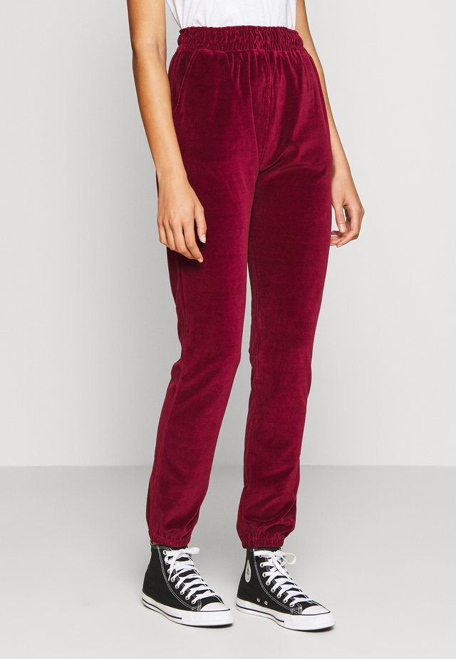 CUFFED JOGGERS - Tracksuit bottoms - wine