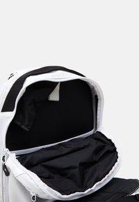Dakine - HELI PACK 12L UNISEX - Rucksack - bright white - 2