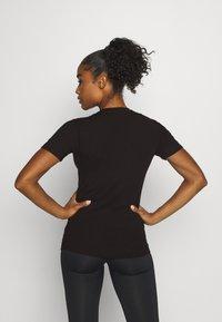 Ellesse - DELLE - Print T-shirt - black - 2