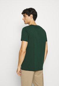 GANT - ARCHIVE SHIELD - T-shirt med print - tartan green - 2