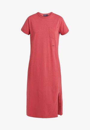 UNEVEN - Žerzejové šaty - nantucket red
