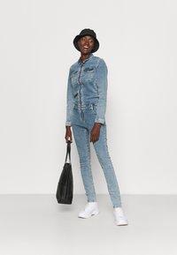ONLY Tall - ONLINC CALLI ZIP  - Jumpsuit - light blue denim - 1