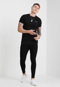 Good For Nothing - BASIC LOGO CARRIER - Basic T-shirt - black - 1