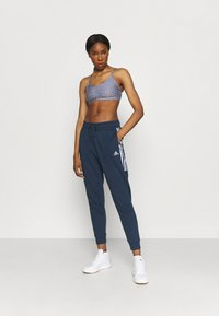 Cotton On Body - WORKOUT YOGA CROP - Sujetadores deportivos con sujeción ligera - blue - 1