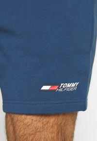 Tommy Hilfiger - LOGO SHORT - Sports shorts - blue - 5