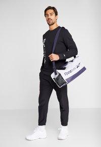 Reebok - ELEMENTS SPORT LONG SLEEVE PULLOVER - Sweatshirt - black - 1
