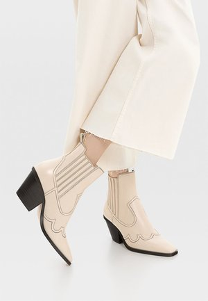 Cowboy/biker ankle boot - off-white